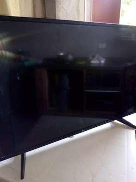 Televisor. Para repuesto de 43 la pantalla está quebada