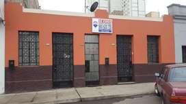 Se vende casa como terreno área 250 m2. Lince