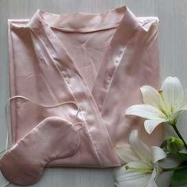 Bata kimono en seda satinada mas antifaz