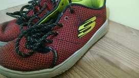 Zapatos de niño USADOS EN BUEN ESTADO SKETCHERS