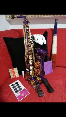 Saxofón nuevo marca glory