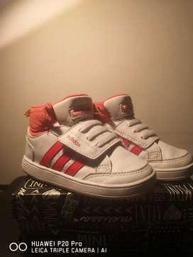 Adidas hermosos talla 6