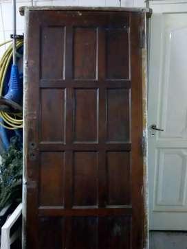 vendo rejas y una puerta de frente