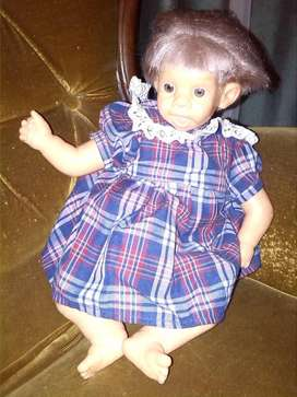 Muñeca de tela con cabeza de plástico 490