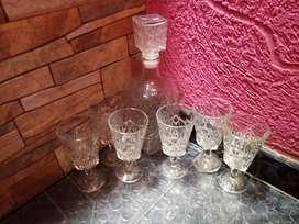 Vendo licorera nueva con 6 vasos