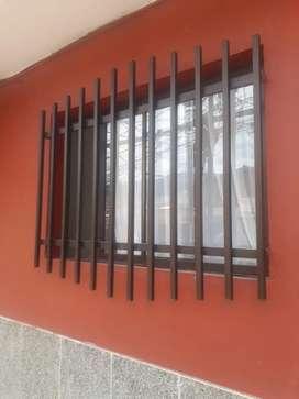 Se venden son 4 cillas con la barra y dos ventanas favorables así como están en la foto