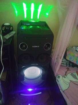 Columna de sonido Marca Sony tiene poco tiempo de uso
