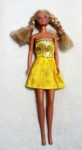 Muñeca Steffy Love Vestido amarillo