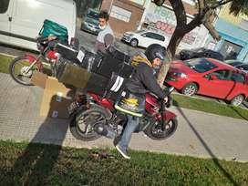 Se solicita cadete con moto en regla para mensajeria