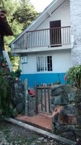 Hermosa cabaña rustica rodeada de naturaleza y canto de los pajaros y sonido de los aulladores. para vivir minimo 1 año