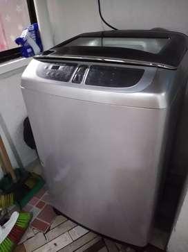 Lavadora Samsung gris digital 28 libras buen estado