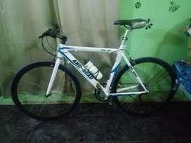 Vendo bicicleta rutera totalmente de aluminio impecable