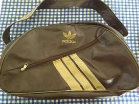 Bolso deportivo impecable