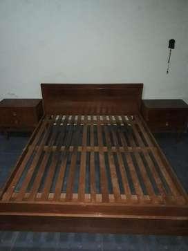 Cama y juego de dormitorio