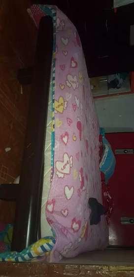 Vendo cama en cedro y colchón ortopédico en exelente estado a muy buen precio