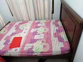 Vendo cama 1 40 con tablas y colchón
