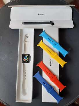 Se vende applewatch serie 3 de 42mm