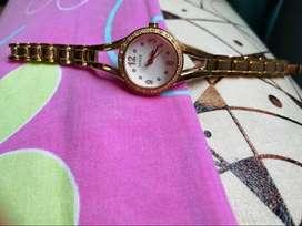 Reloj analógico Guess de acero inoxidable y cuarzo japonés