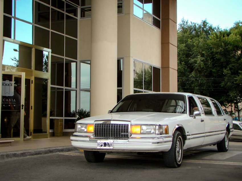 Limousine Lincoln Town Car Limusina 0