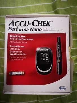 Accu Chek Performa Nano Glucómetro