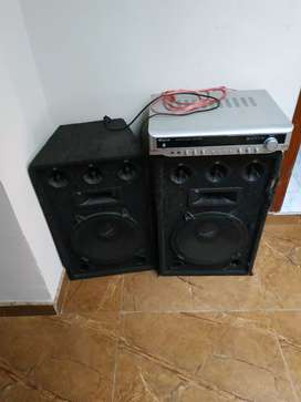 Cabina de audio con amplificador