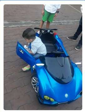 Se Vende carro montable recargable y a control remoto