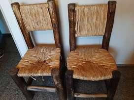 Dos sillas rústicas totora