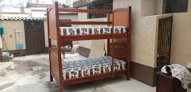 Litera de madera plaza y media. (NO INCLUYE COLCHONES). Se puede utilizar como dos camas individuales.