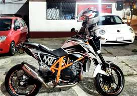 MOTO KTM 690 DUKE  2014 BLANCO