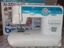Máquina de coser. brother modelo XL5700