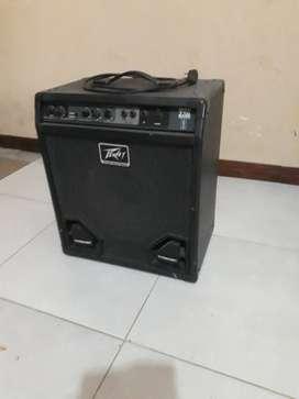 Vendo amplificador peavey max 112 bass