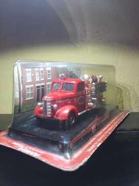 réplicas metálicas de bomberos antiguos