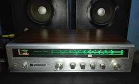 Amplificador con parlantes