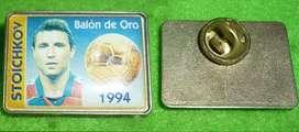 ANTIGUO PIN FUTBOL STOICHKOV BARCELONA BALON DE ORO 1994 DISTINTIVO ESPAÑA