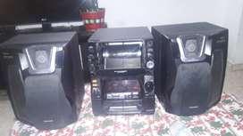 vendo equipo de sonido Panasonic SC-AK75 300w 51 CD Changer