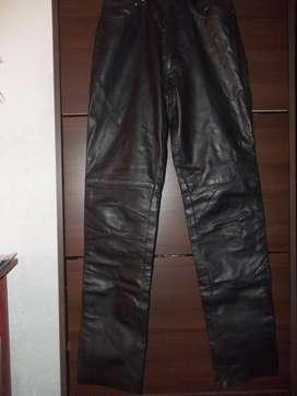 Pantalon de Cuero Vacuno Genuino Corte Jean. Impecable !