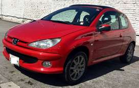 Peugeot 206 francés full año 2004 con 82.000 km.
