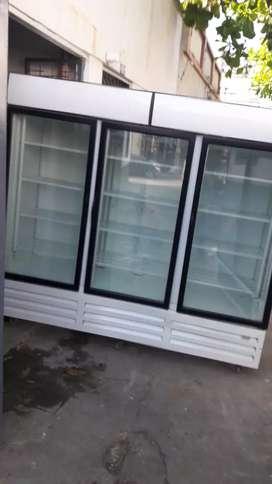 Vitrina refrigeradora  3 puertas