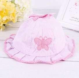 Gorro bebe niña color rosado modelo mariposa