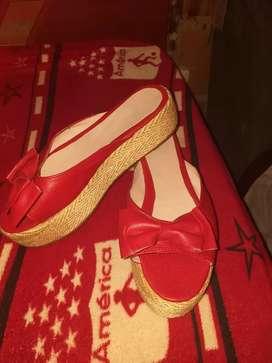 Vender sandalias rojas