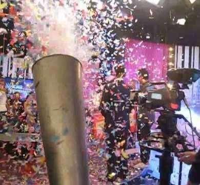 Efectos especiales pazkell, Maquinas de humo bajo, Cañones lanza espuma y lanza confetis alquiler para fiestas, eventos. 0