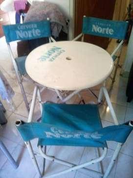mesa y sillas de plastico tipo bar