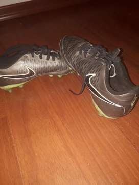 Botines Nike con Tapones Talle 39,5
