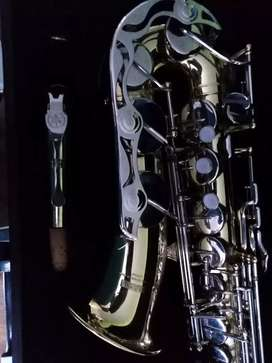 Se vende saxofon yamaha alto Ref yasAD200