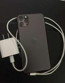 iPhone 11 Pro Max y Apple Watch
