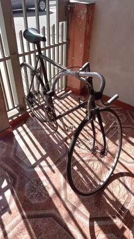 Vendo bicicleta d carrera totalmente d aluminio excelente estado