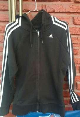 Campera Adidas  original con cierre y capucha