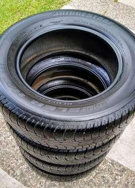 Neumáticos Bridgestone Dueler 235/60/r16, muy buen estado!