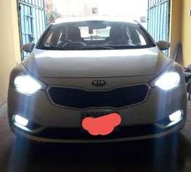 Vendo Kia Cerato plateado 2014 fabricado modelo2015 dual gasolina95/GNV, mecanico