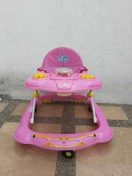 Andador de bebé color rosado